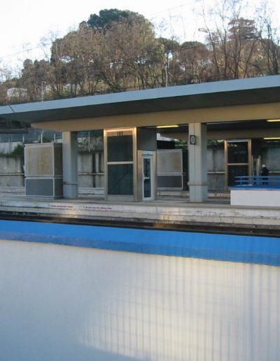 piattaforma elevatrice idraulica con incastellatura in acciaio portante da esterno installazione stazione ferroviaria Roma San Pietro