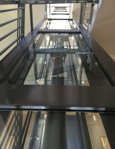Esterno in vetro di ascensore con struttura in lamiera di acciaio autoportante tamponata con vetro trasparente