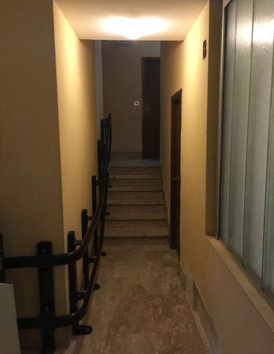 montascale vimec con pendenza variabile vista dal corridoio