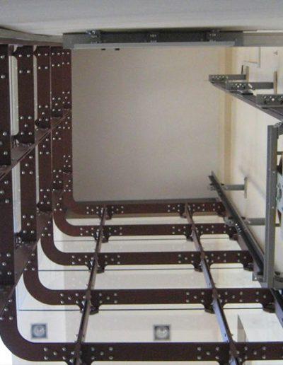 ascensore idraulico con incastellatura in lamiera di ferro lavorata verniciata da interno visuale colonna