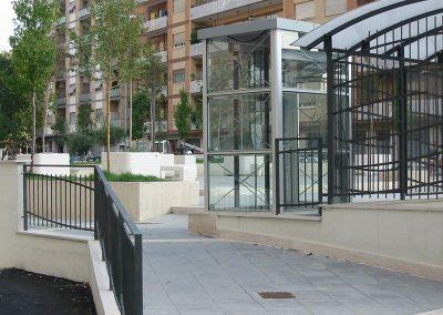 Piattaforma elevatrice in vetro trasparente autorimessa roma