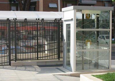 Piattaforma elevatrice in vetro trasparente