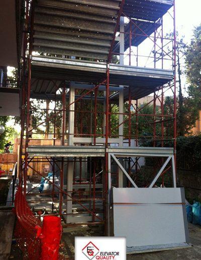 Cantiere per installazione piattaforma elevatrice area di lavoro