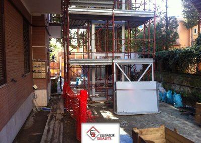 Cantiere per installazione piattaforma elevatrice