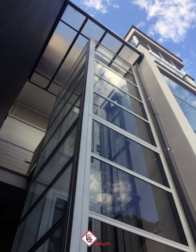 piattaforma elevatrice edificio condominiale esterno