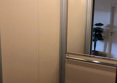 modernizzazione cabina scensore trasformazione porte a battente