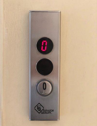 sostituzione pulsantiera ascensore al piano