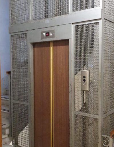 porte ascensore a fune vecchio